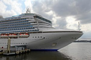 Bow_of_the_Caribbean_Princess,_Liverpool_(geograph_2977707)